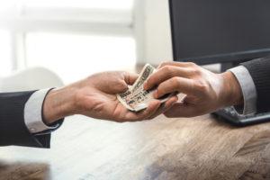 ブラックでもお金を借りれる方法